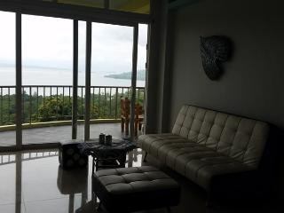 Luxury Apartment Deluxe Sunset Bay View Subic - Subic vacation rentals