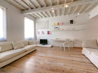 Charming Apartment in the Oltrarno Area of Florence - Florence vacation rentals