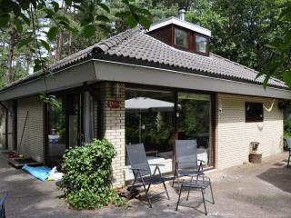 Bright 4 bedroom Nunspeet Bungalow with Internet Access - Nunspeet vacation rentals