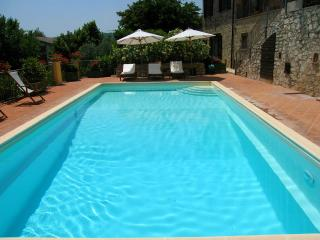 PISCINA/KATE MOSS, THE FAMOUS MODEL, STAYED HERE ! - Pompagnano vacation rentals