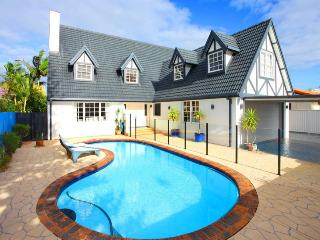 GOLD COAST HOLIDAY HOUSE ABSOLUTE WATERFRONT - Mermaid Waters vacation rentals