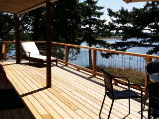 Comfortable Guest house with Deck and Outdoor Dining Area - Decatur Island vacation rentals