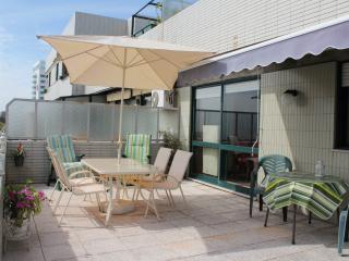 River & Ocean – Cozy Private Suite - Porto vacation rentals