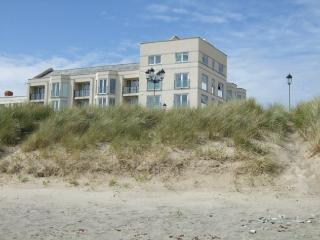 Spacious Penthouse right on Pwllheli Beach - Pwllheli vacation rentals