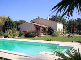 Trets, between Aix-en-Provence and the sea, Villa 8p. private pool - Trets vacation rentals