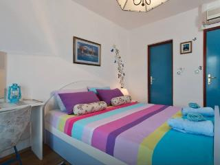 CENTRALLY LOCATED Room & Bathroom + free kitchen - Hvar vacation rentals