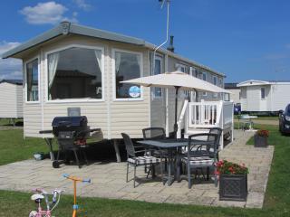 Hopton Holiday Park, 3 bed Caravan - Hopton on Sea vacation rentals