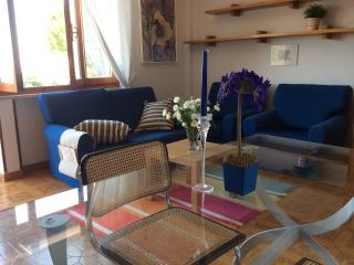 Cozy 2 bedroom San Terenzo Townhouse with Internet Access - San Terenzo vacation rentals