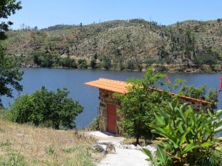 Penedo Boavista: romantic house with river views - Povoa de Midoes vacation rentals