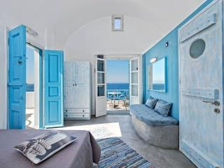 Santorini- Gv - Sky Blue Sutdio on the beachfront - Santorini vacation rentals