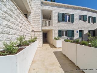 Beautiful 4 bedroom Cavtat Villa with Internet Access - Cavtat vacation rentals