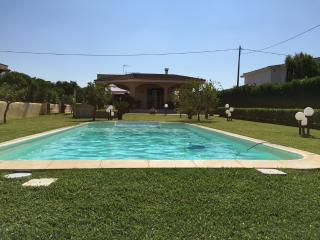 VILLA SALENTO CON PISCINA IN ULIVETO - Nardo vacation rentals