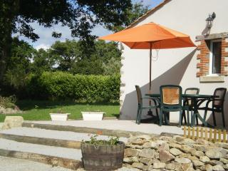 Cozy 2 bedroom Gite in Saint-Julien-des-Landes - Saint-Julien-des-Landes vacation rentals