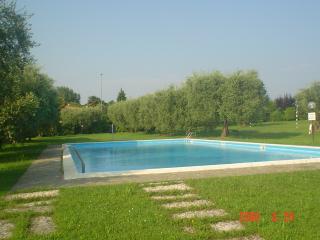 Gardasee Pretty House - Padenghe sul Garda vacation rentals