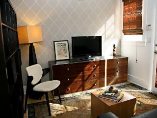 Perfect Los Feliz Guest House - Los Angeles vacation rentals