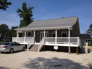 Beautiful Cottage with Internet Access and A/C - Chincoteague Island vacation rentals