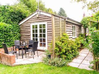 BREACH COTTAGE, single-storey barn conversion, off road parking, garden, in Devizes, Ref 25806 - Devizes vacation rentals