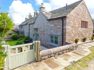 DISLEY HALL, woodburner, WiFi, en-suite, character cottage in Disley, Ref. 905196 - Disley vacation rentals