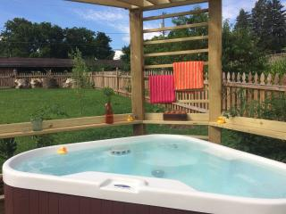 Peabody's 'Hip Little Stay' B&B Sleeps 5 w/Hot Tub - Luray vacation rentals