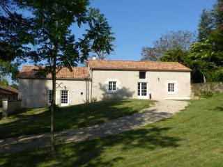 Bright 5 bedroom Couhé Gite with Internet Access - Couhé vacation rentals