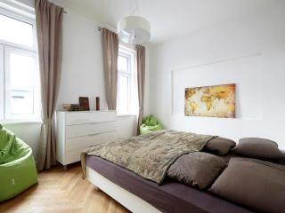 100m² Cozy & Splendid Apartment for 6-8 People I - Vienna vacation rentals