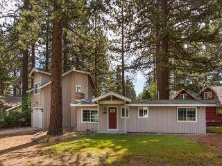 Darling upgraded cozy cottage in a quiet neighborhood, close to everything! - South Lake Tahoe vacation rentals