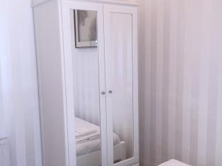 1 Bedroom, Bathroom, Kitchen and Sitting Room - London vacation rentals