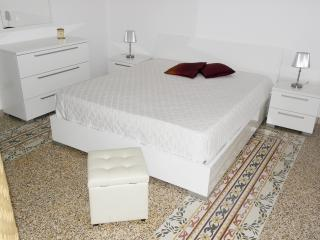 4 bedroom Bed and Breakfast with Central Heating in Monte Sant'Angelo - Monte Sant'Angelo vacation rentals