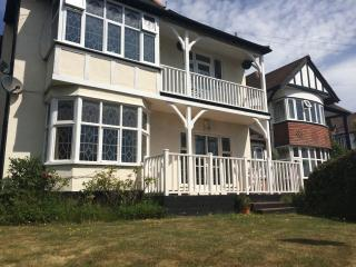 Large 3 bed flat close to beach & train station - Westcliff-on-Sea vacation rentals