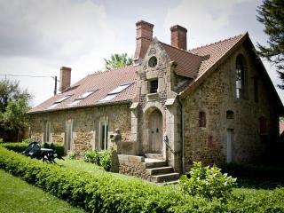 Domaine de Keravel - Gîte Adrien Dauzat - Saint Aaron vacation rentals