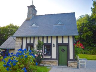 'La Petite Maison May' Luxury holiday home in perfect setting. - La Chapelle-Uree vacation rentals
