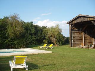 Bright 4 bedroom Farmhouse Barn in Aillas with Internet Access - Aillas vacation rentals