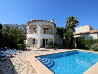Bright 2 bedroom Denia Villa with Washing Machine - Denia vacation rentals