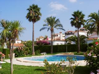 Comfortable 2 bedroom Chalet in Denia with Washing Machine - Denia vacation rentals
