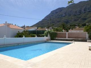Comfortable House in Denia with Shared Outdoor Pool, sleeps 4 - Denia vacation rentals