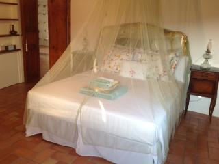Bedroom in DeQuDa countryhouse - Mosciano Sant'Angelo (Te) vacation rentals
