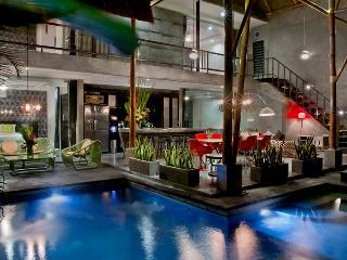Esha Villa By Bali Villa Rus -EAT STREET IN CENTAL SEMINYAK & CLOSE TO THE BEACH - Seminyak vacation rentals