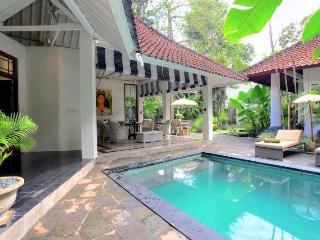 Villa Putih Sekali By Bali Villas Rus -EAT STREET VILLA IN CENTRAL SEMINYAK - Seminyak vacation rentals
