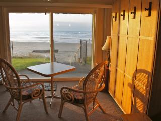Breakers Dozen - King Tempur-Pedic, Roku, Kitchen - Lincoln City vacation rentals