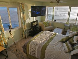 Luxurious Penthouse Suite Overlooking the Beach - Lincoln City vacation rentals