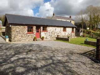 CILWEN FACH, all ground floor, en-suite, off road parking, garden, in Carmarthen, Ref 922875 - Carmarthen vacation rentals