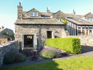HOOPERS END, stone barn conversion, beams, WiFi, underfloor heating, near Kendal, Ref 922955 - Sedgwick vacation rentals