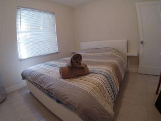 The Blue House, blue room_shared bathroom - Fort Lauderdale vacation rentals