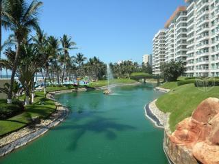 Beautiful Mayan Island Condo for 10 ppl - Acapulco vacation rentals