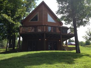 Nice House with Deck and Internet Access - Leitchfield vacation rentals