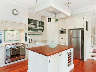 Beautiful 3 bedroom House in Northbridge - Northbridge vacation rentals