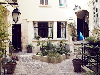LOUVRE/MONTORGUEIL Easy, Historic & Delicious BnB - Paris vacation rentals