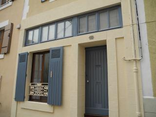 Bright Townhouse in Saint Junien with Satellite Or Cable TV, sleeps 4 - Saint Junien vacation rentals