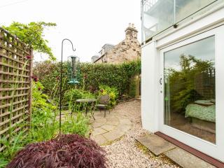 Comfortable Condo with Television and Microwave in Edinburgh - Edinburgh vacation rentals