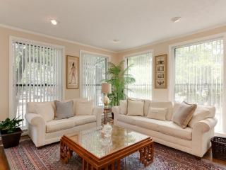 Nice Condo with Internet Access and Dishwasher - Washington DC vacation rentals